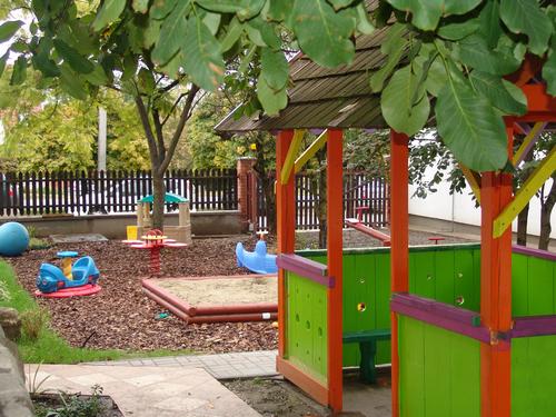 幼儿园卫生间瓷砖墙砖脱落有哪些原因?